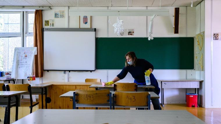 Október 1-től kötelező lesz a lázmérés az iskolákban