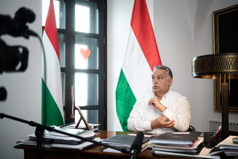 Orbán Viktor miniszterelnök a további korlátozások bejelentése előtt