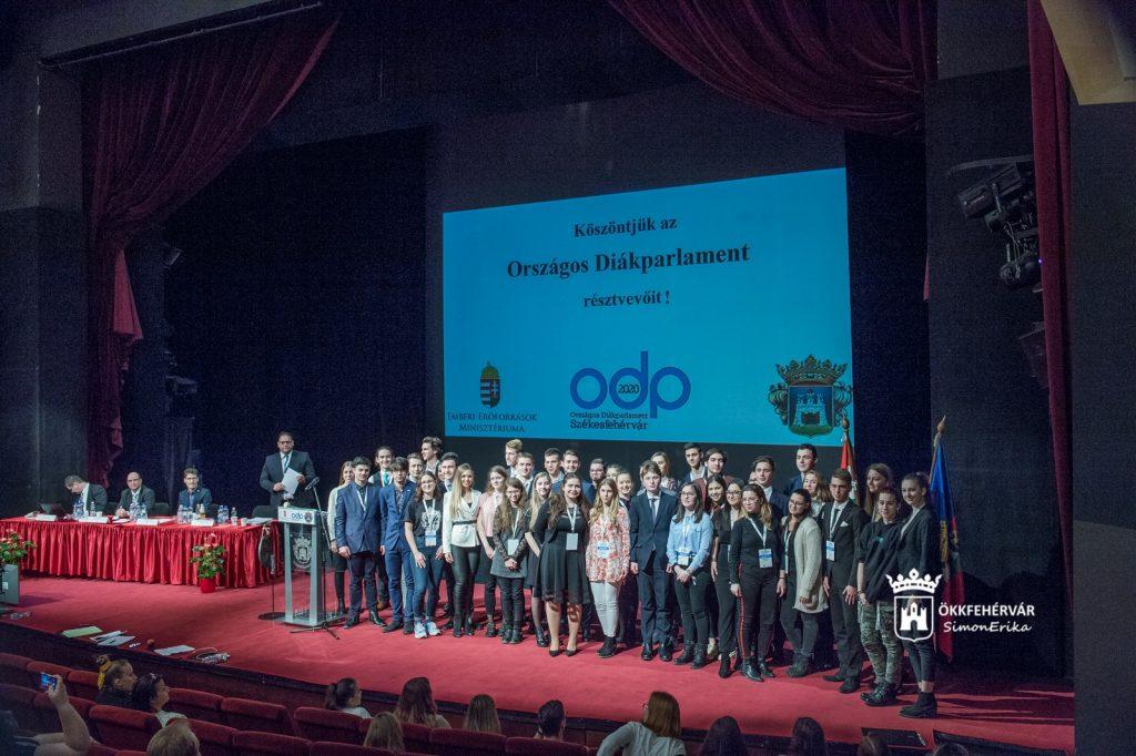 Az Országos Diáktanács tagjai és póttagjai a 2020. évi Országos Diákparlamenti rendezvényen
